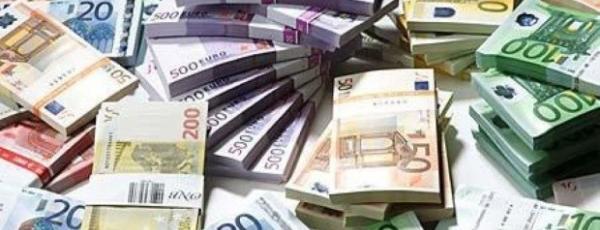 Pacchi di Euro in banconote di diverso taglio